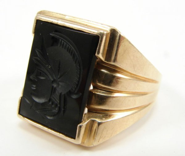 517: Men's 14k Yellow Gold & Onyx Ring with intaglio de