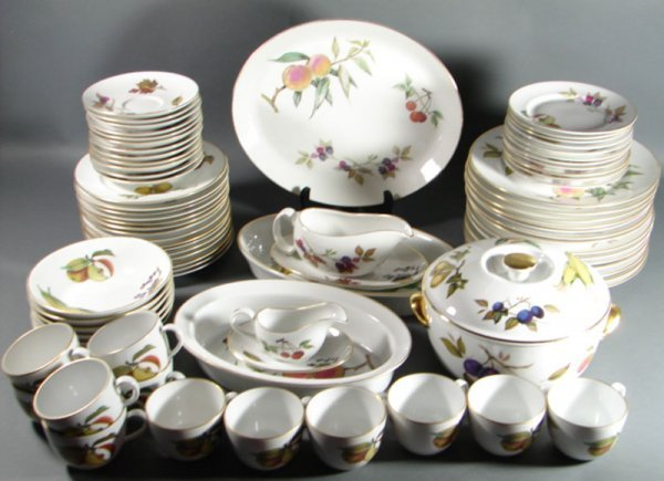1080: Royal Worcester Evesham Fine Porcelain Dinner Ser