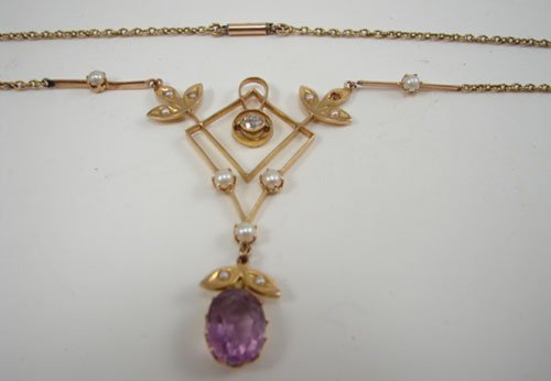 0518A: 18k Yellow Gold Diamond, Pearl & Amethyst Neckla