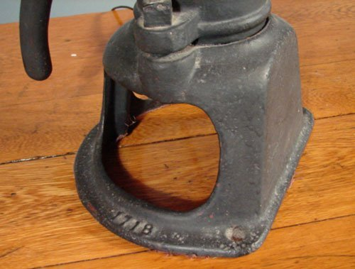 3282: Antique Goulds Pumps Cast Iron Well Pump, Seneca  - 3