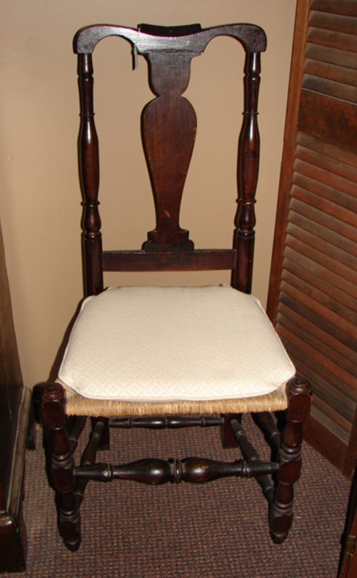 1020: Antique Queen Ann style Rush Seat Maple Chair. In