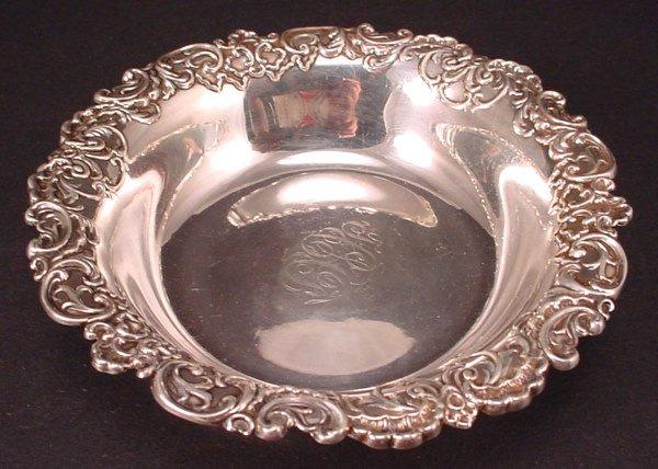 "15A: Sterling Silver Bowl w/shell & scroll cast rim. 5"""