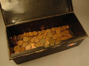 1405: Metal box of Irish 1 and 2 cents all copper appro
