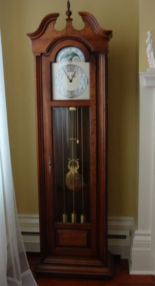 23: Howard Miller Grandfather's Clock, Colonial style,