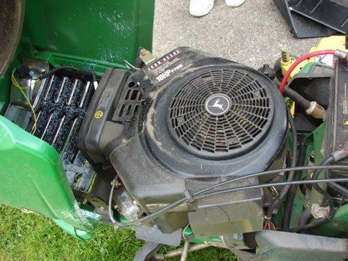 "125A: John Deere GT 235 Lawn Tractor with 54"" mowing de - 3"