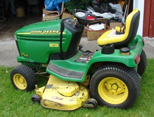 "125A: John Deere GT 235 Lawn Tractor with 54"" mowing de - 5"