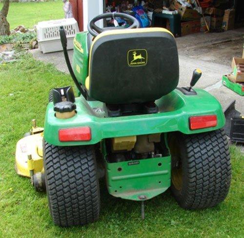 "125A: John Deere GT 235 Lawn Tractor with 54"" mowing de - 6"