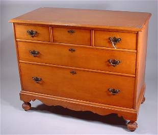 3 drawer tiger maple chest. William and Mary styl