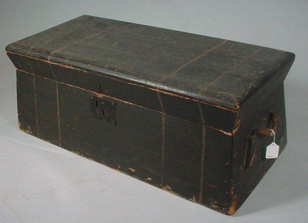 1015: ca.1825 Paint Decorated Pine Box with fitted inte
