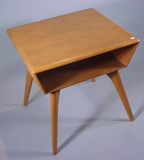 4009: Modern End Table. Probably Heywood Wakefield. Fin