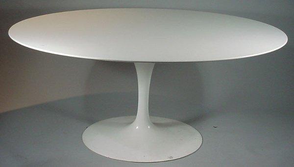 4013: Eero Saarinen Design Oval Pedestal Dining Table.