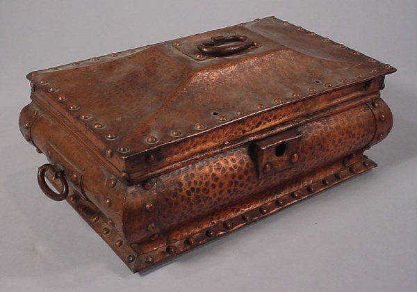 4052: Rare Arts & Crafts Heavy Hammered Copper Chest. S