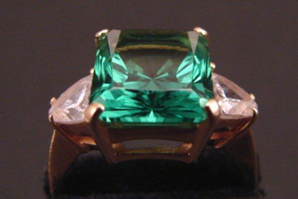 21: 14k Green Stone Ring.
