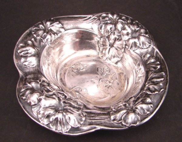 2016: Sterling Silver Dish with flower and leaf design.