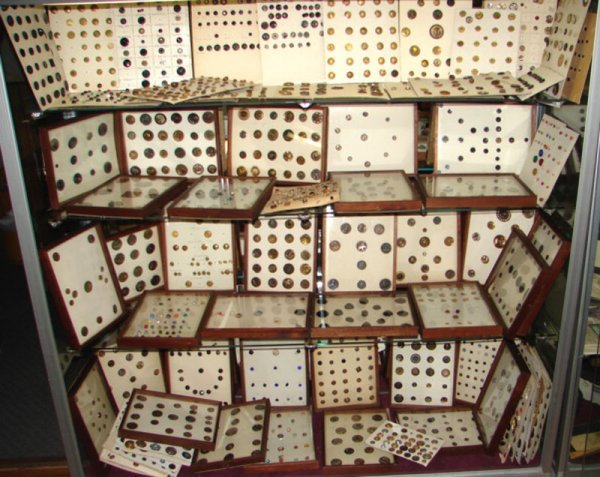 1200: Single Private Owner Button Collection, assembled