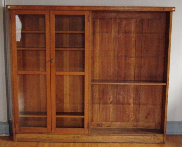 111: Fine Victorian Quartered Oak Double Door Bookcase