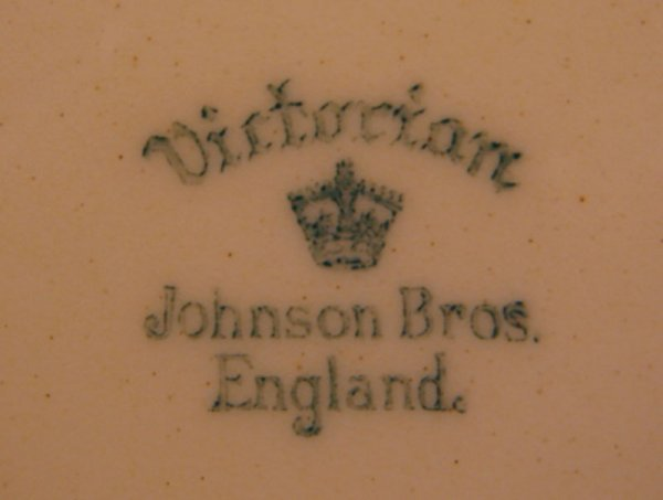 276: Five Johnson Bros Plates. Victorian pattern with v - 4