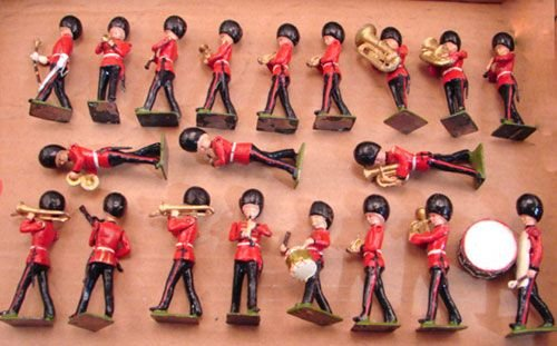 5026: Twenty Britains Band Players with moveable arms