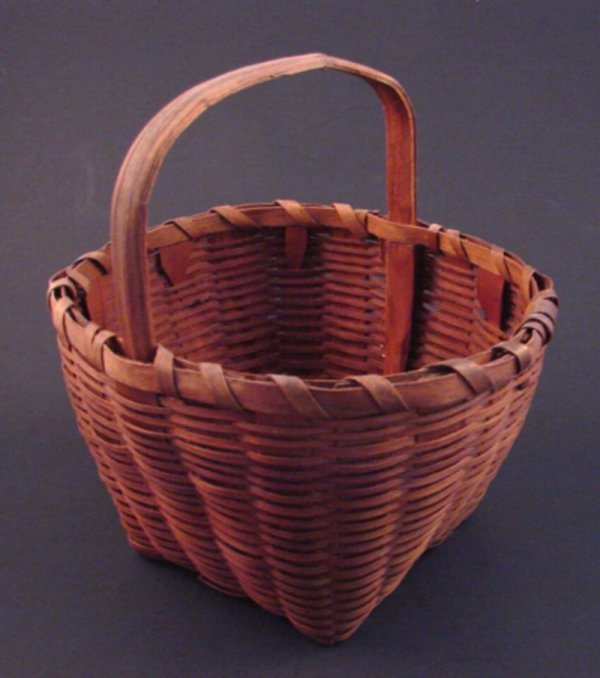 7015: Antique Splint Basket with handle. Handles loose.