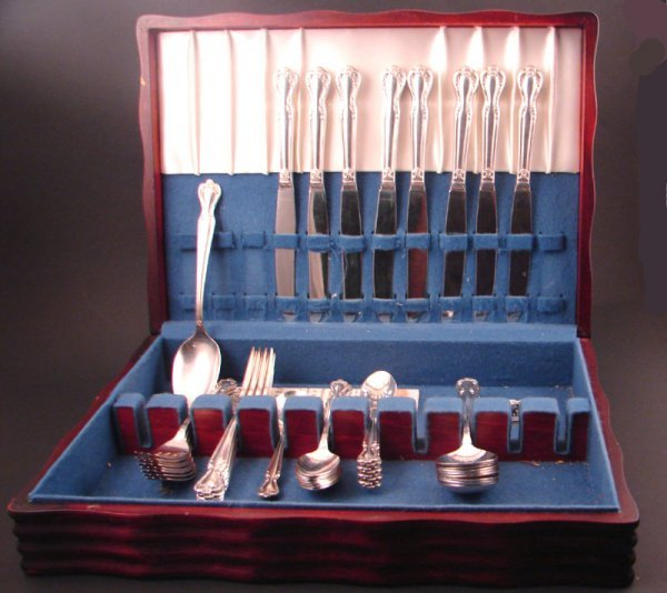 10: Rogers silver plate flatware set. Service for 8. Ap