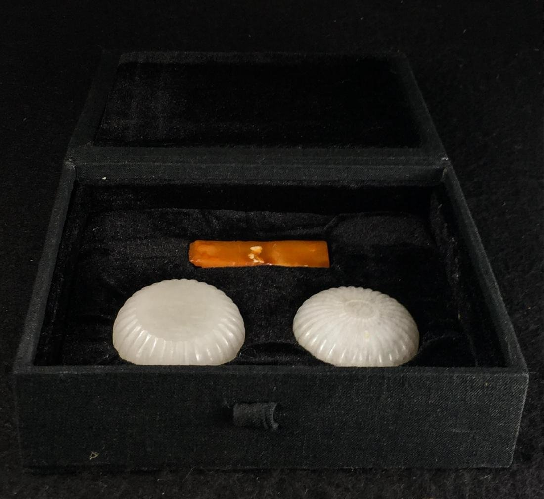 CHINESE WHITE JADE COVER BOX AND SOAPSTONE SEAL