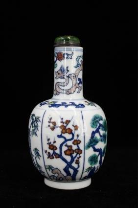 19TH CENTURY CHINESE DOUCAI PORCELAIN VASE