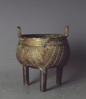 CHINESE BRONZE TRIPOD FOOD VESSEL, LATE SHANG
