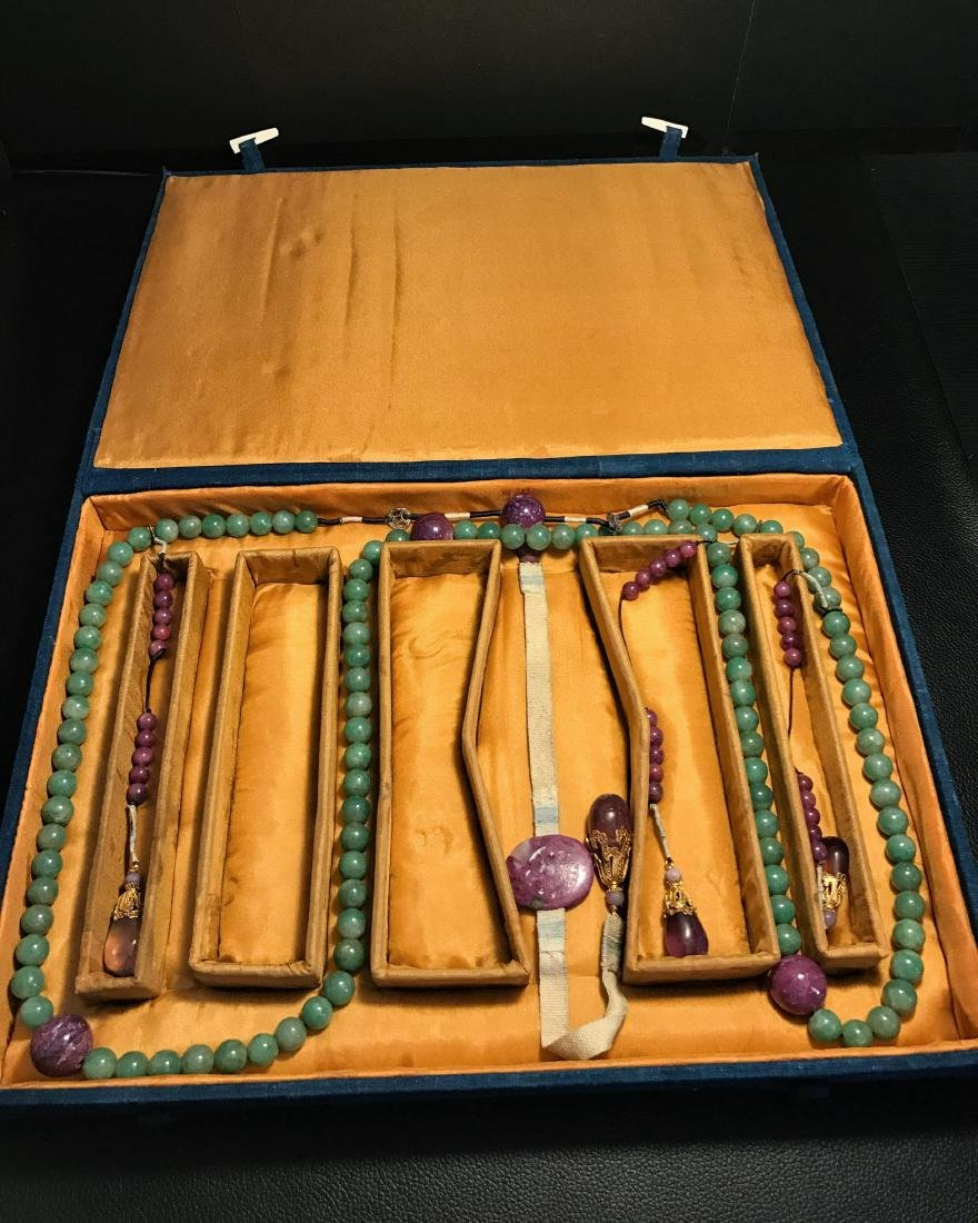 CHINESE QING DYNASTY JADEITE COURT BEADS NECKLACE