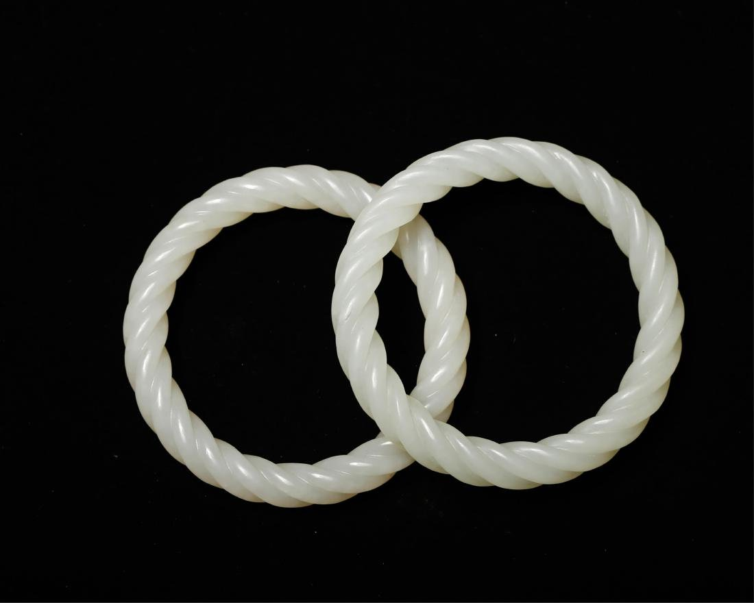 PAIR OF CHINESE WHITE JADE TWISTED BANGLE - 2