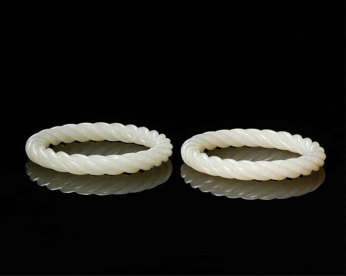 PAIR OF CHINESE WHITE JADE TWISTED BANGLE - 3
