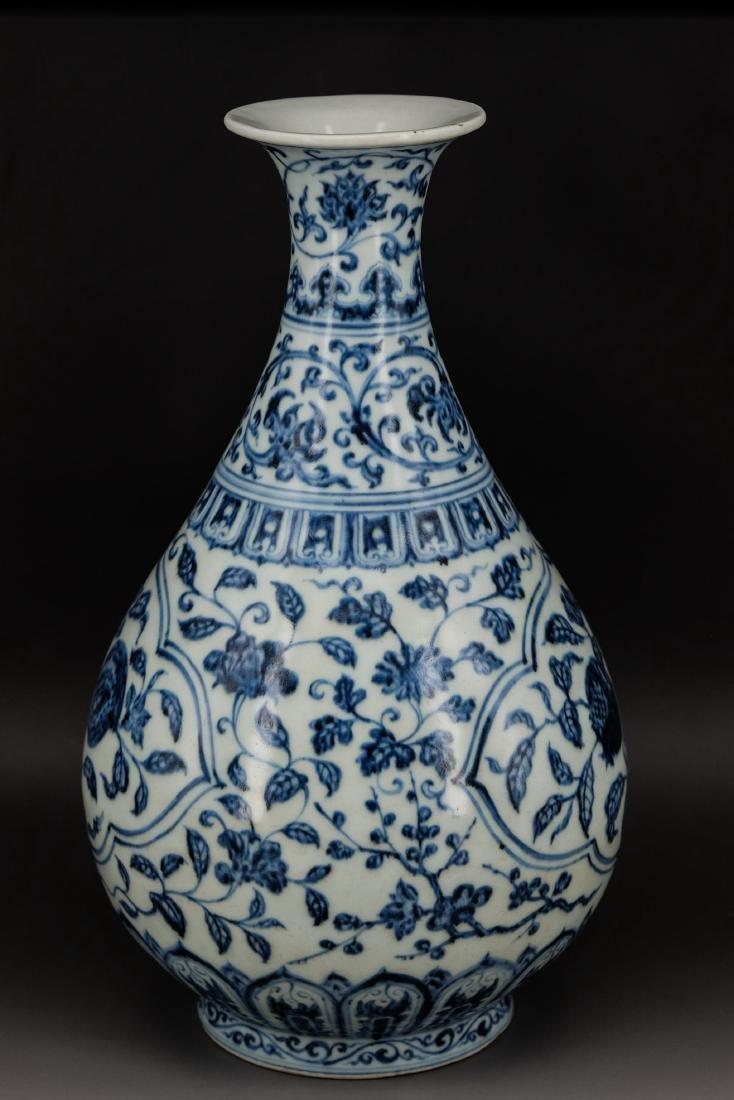 CHINESE MING DYNASTY BLUE WHITE YUHUCHUN VASE