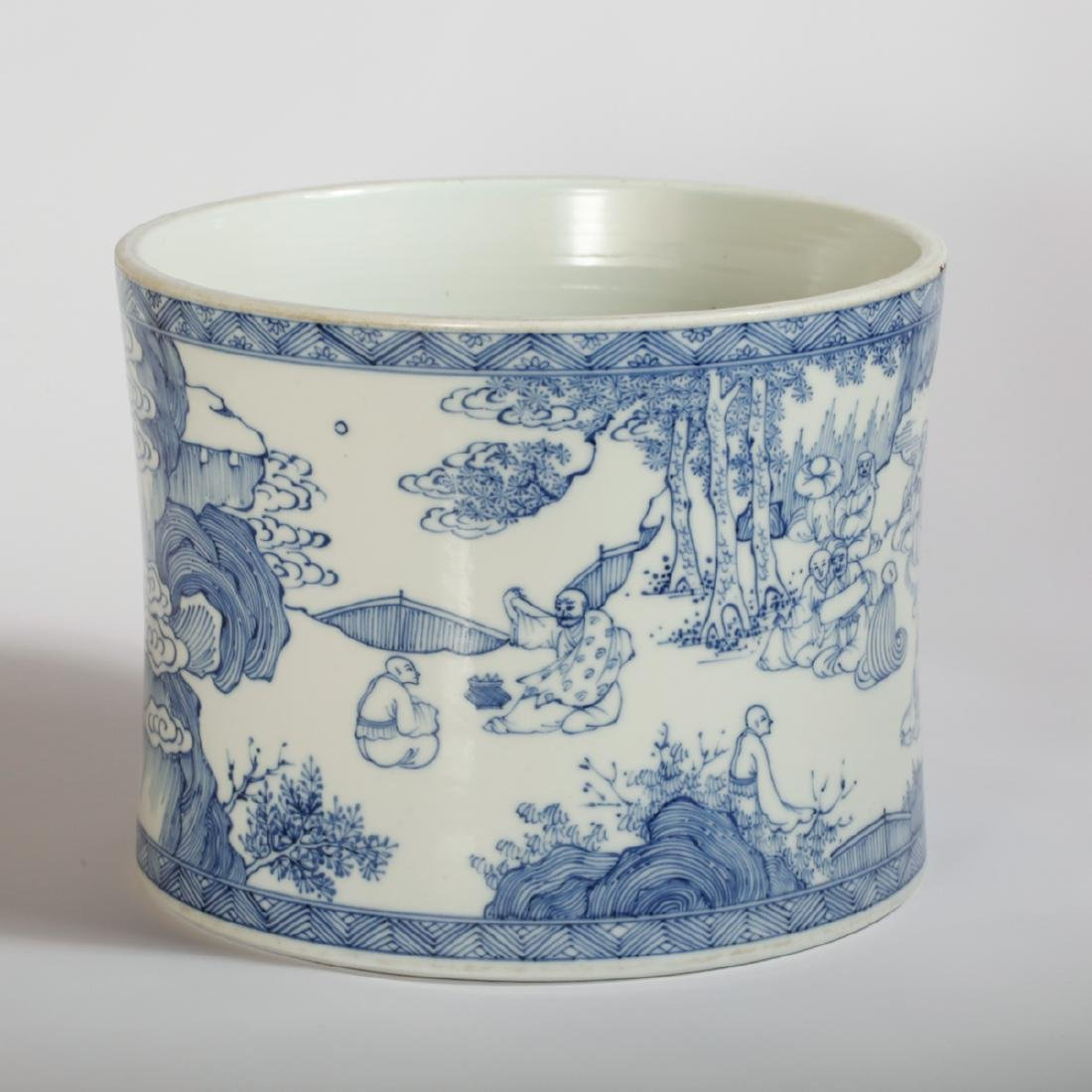 CHINESE BLUE AND WHITE PORCELAIN BRUSH POT