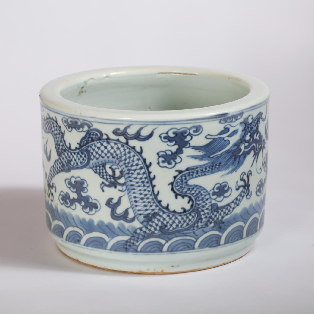 CHINESE BLUE AND WHITE PORCELAIN BRUSH POT - 2