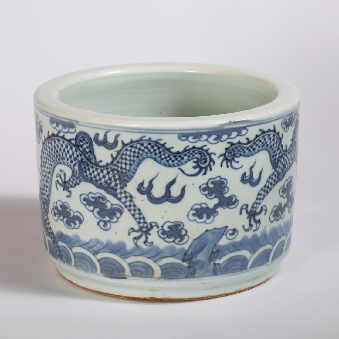CHINESE BLUE AND WHITE PORCELAIN BRUSH POT - 3