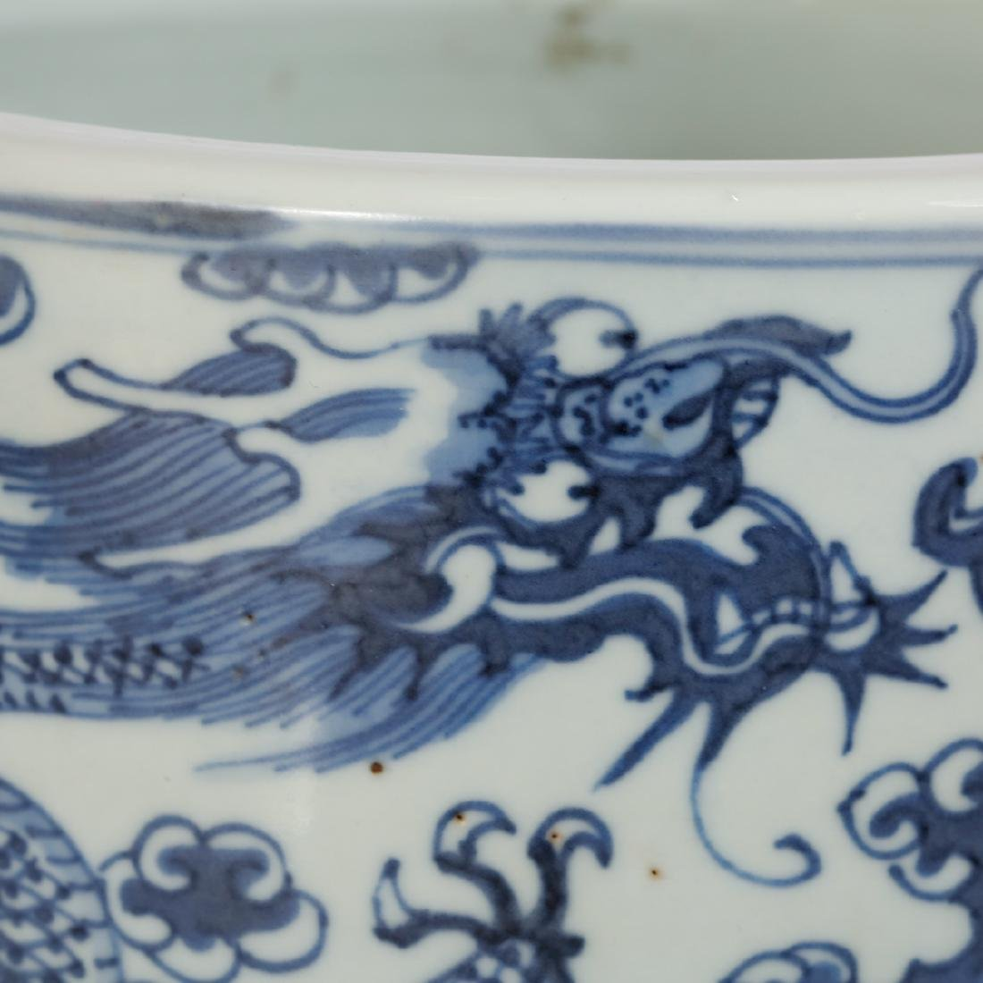 CHINESE BLUE AND WHITE PORCELAIN BRUSH POT - 6