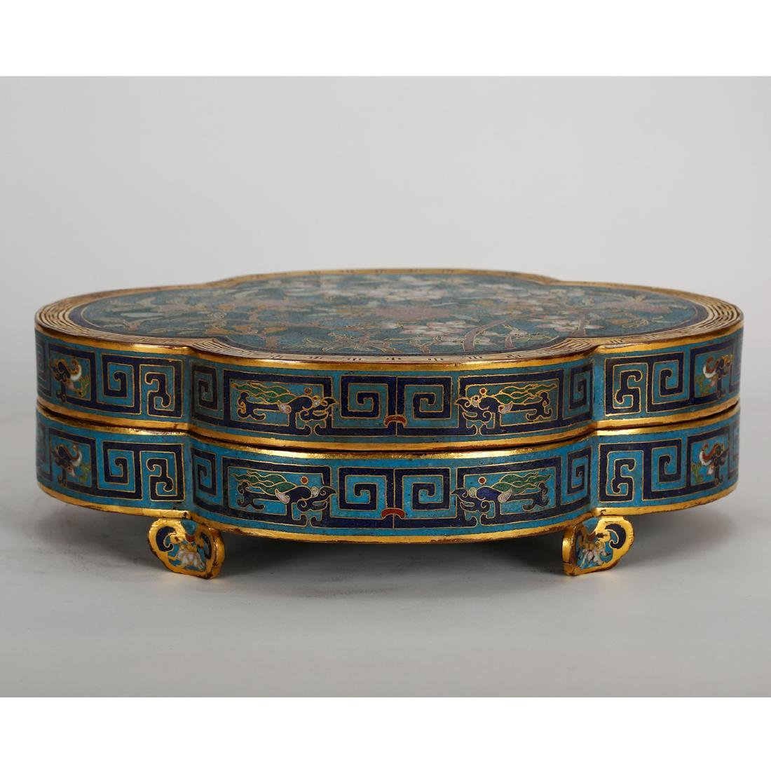 CHINESE CLOISONNE LOBBED SHAPE COVER BOX