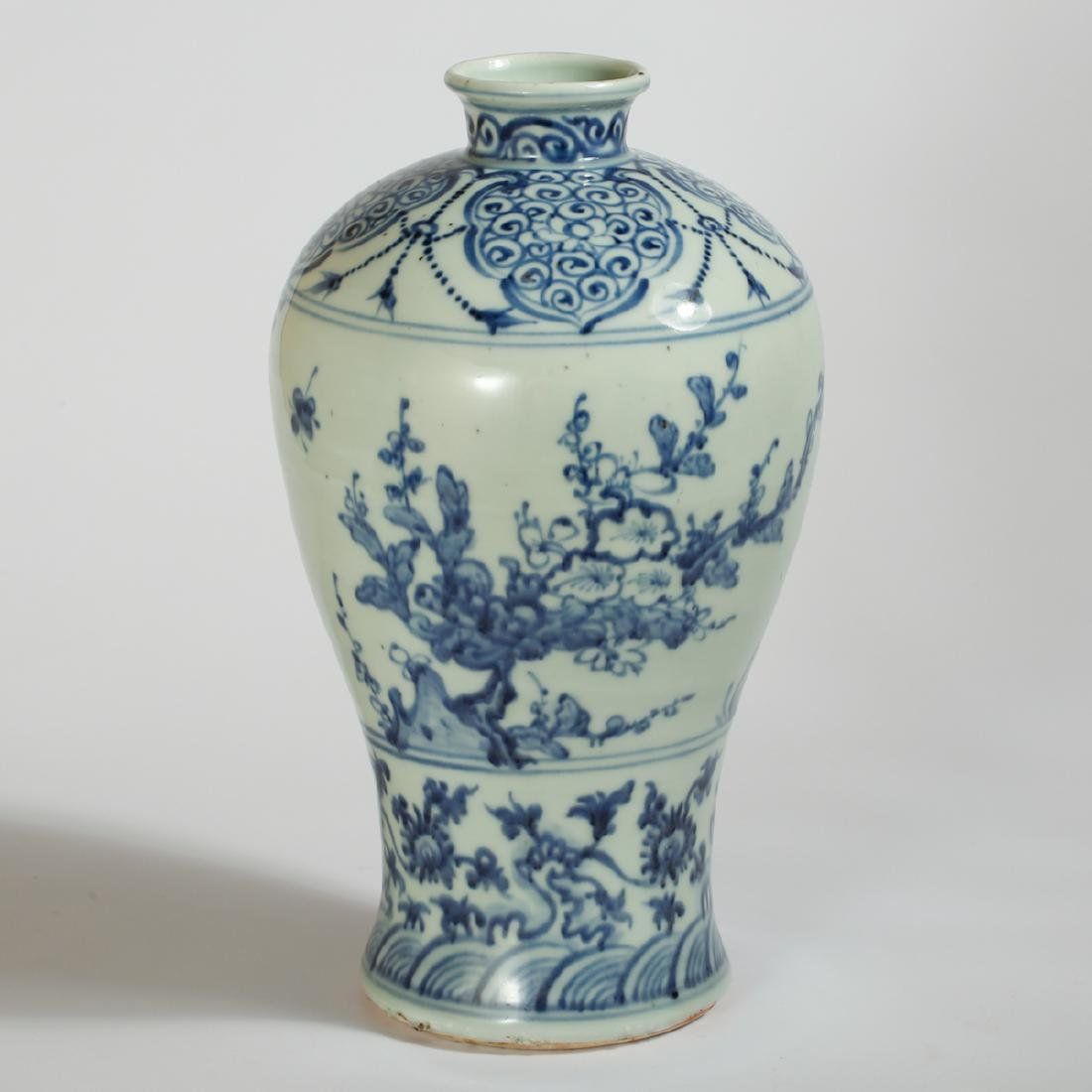 CHINESE BLUE AND WHITE VASE - 2