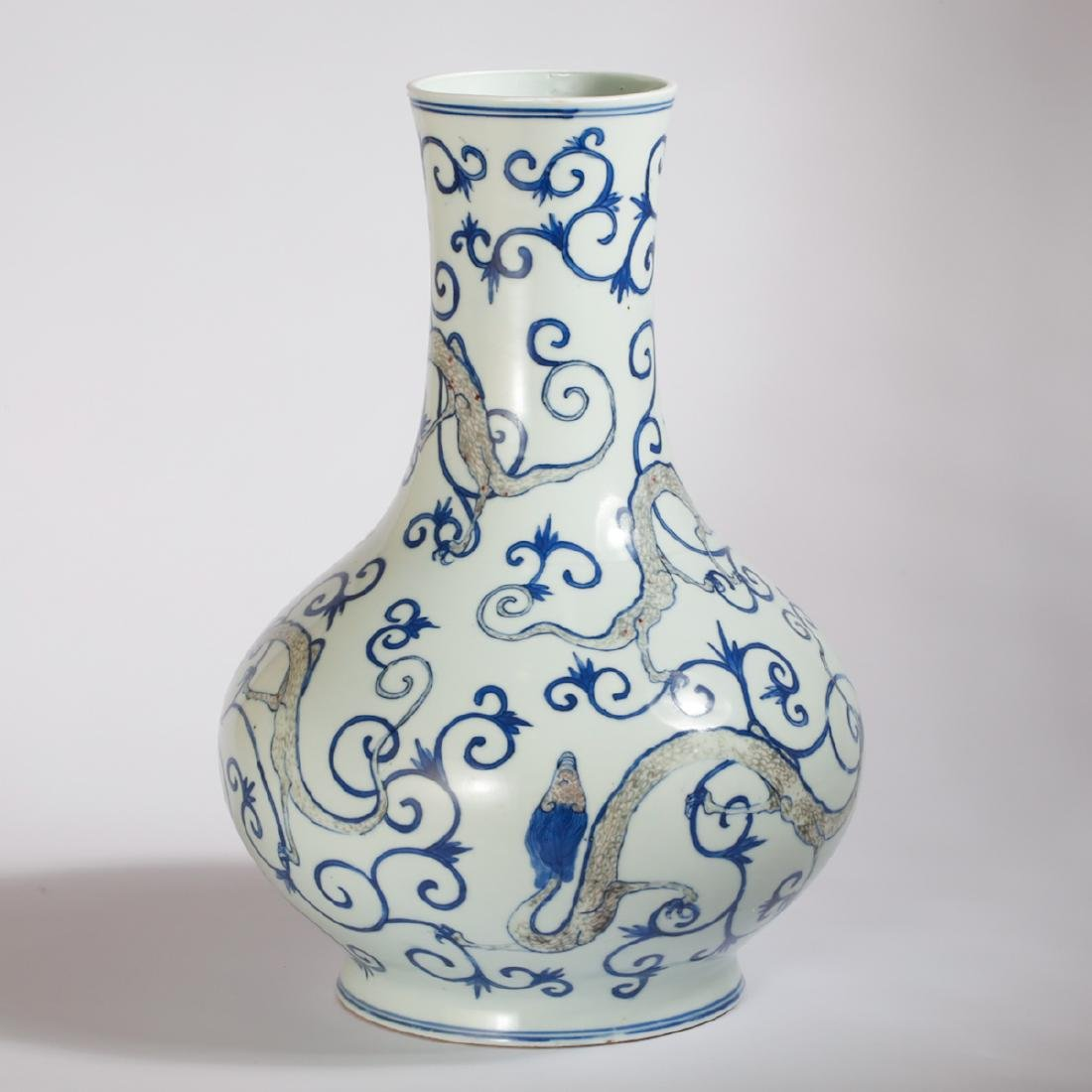 CHINESE BLUE AND WHITE DRAGON VASE - 3