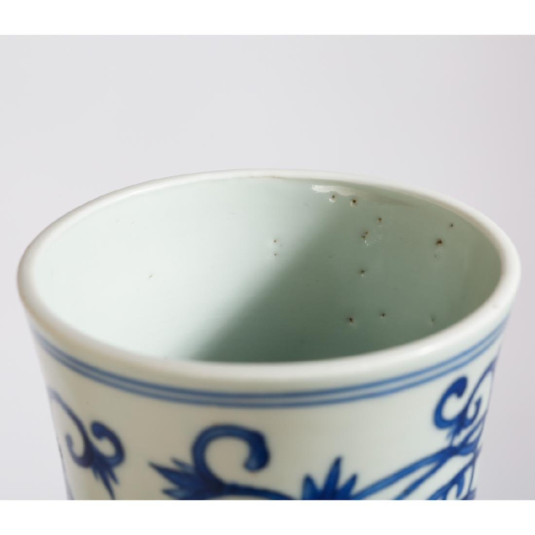 CHINESE BLUE AND WHITE DRAGON VASE - 4