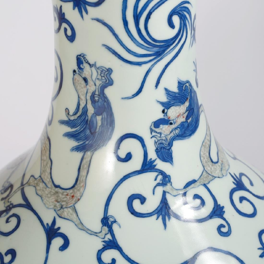 CHINESE BLUE AND WHITE DRAGON VASE - 5