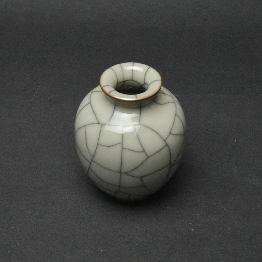 CHINESE CRACKLE GLAZED VASE - 2