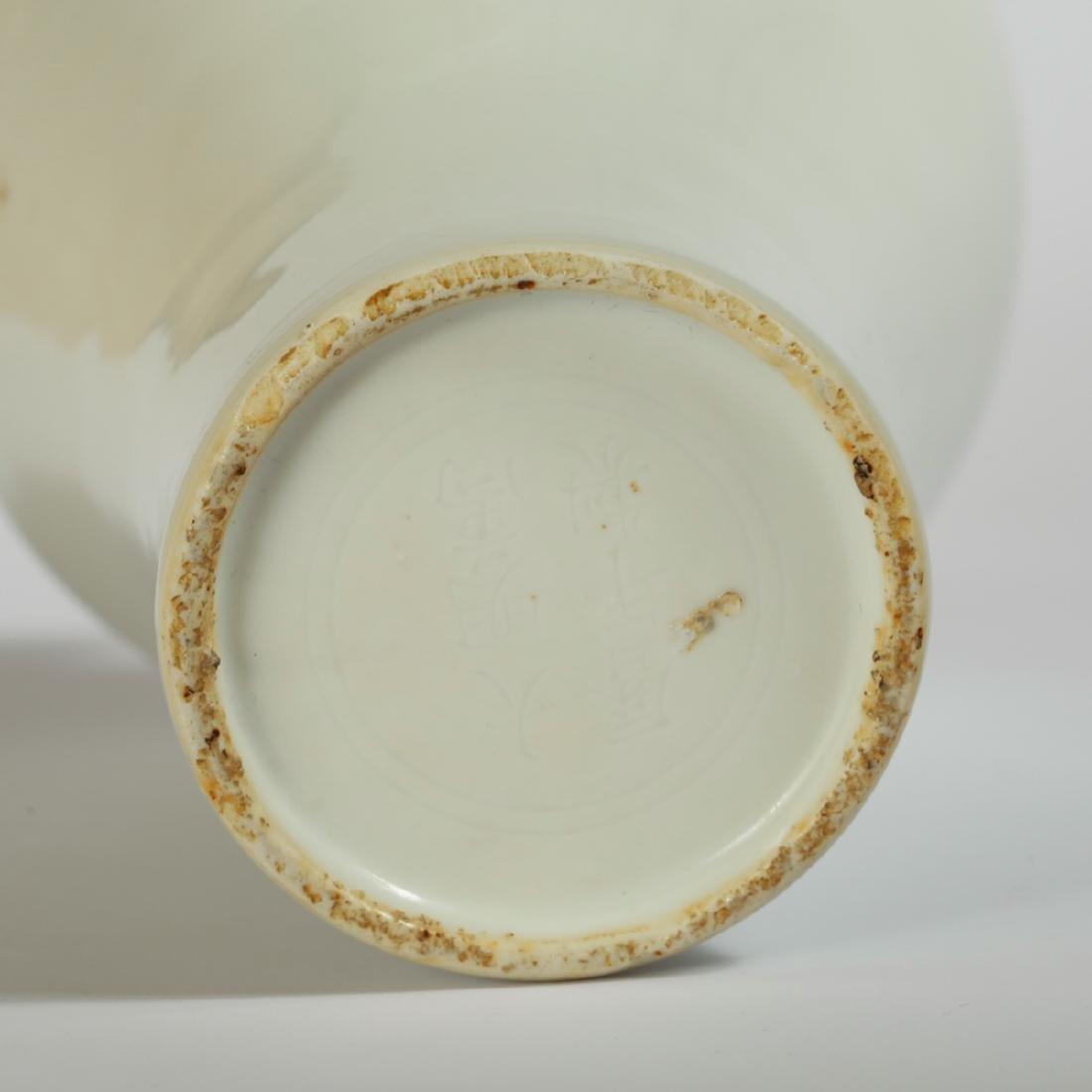 CHINESE WHITE GLAZED MEIPING VASE - 5