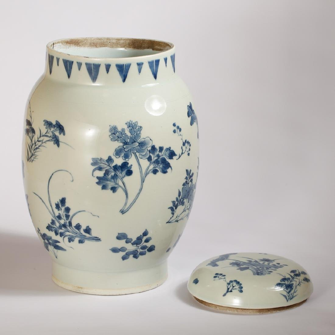 CHINESE BLUE AND WHITE COVER JAR - 2