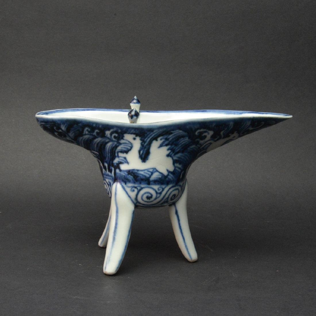 CHINESE BLUE AND WHITE JUE CUP