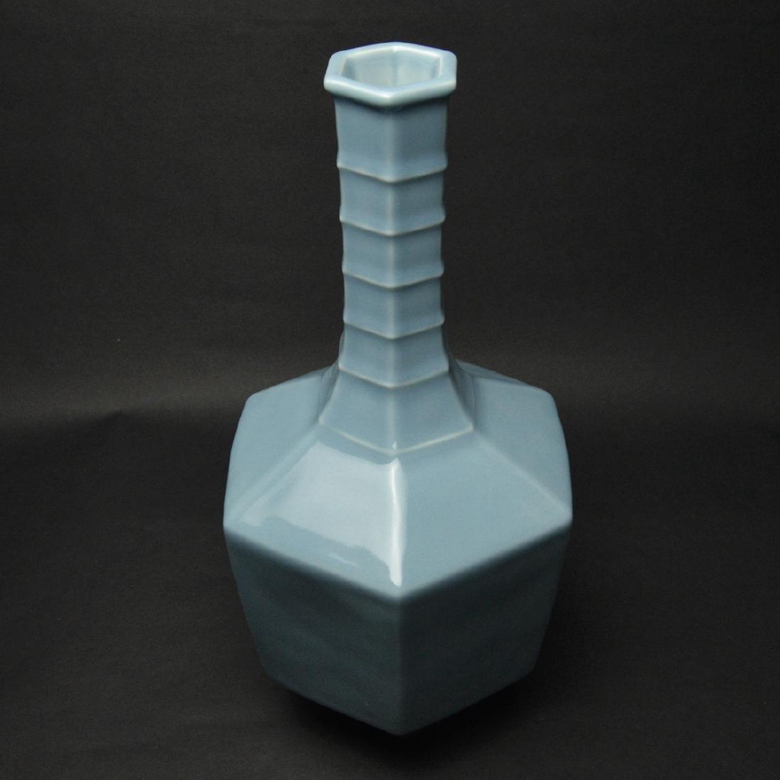 CHINESE BLUE GLAZED PORCELAIN VASE - 3