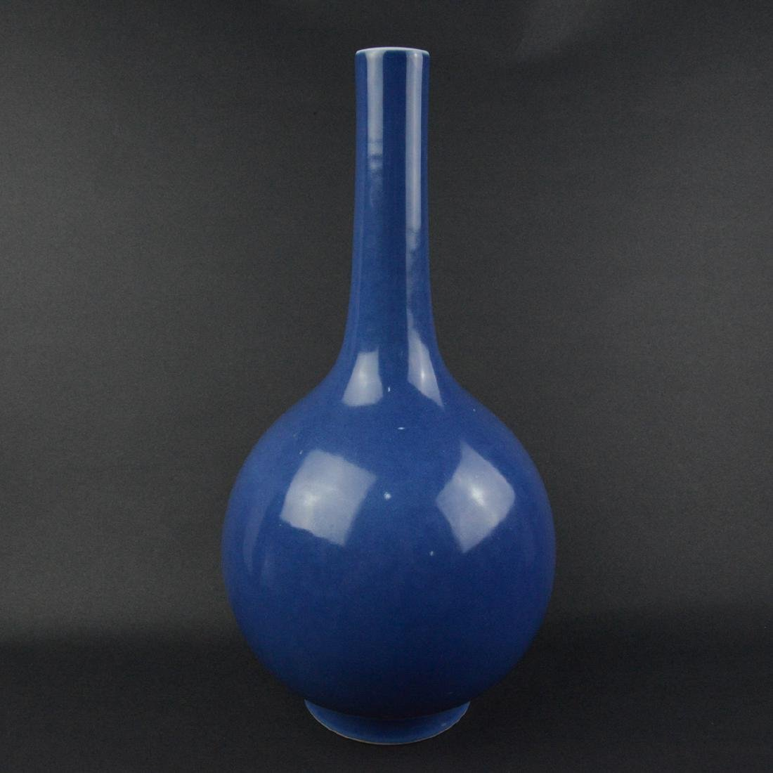 CHINESE BLUE PORCELAIN LONG NECK VASE