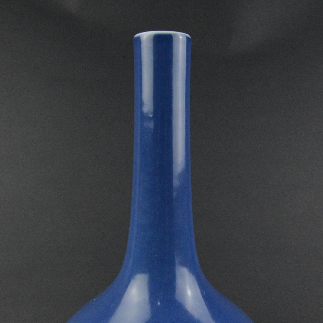 CHINESE BLUE PORCELAIN LONG NECK VASE - 3