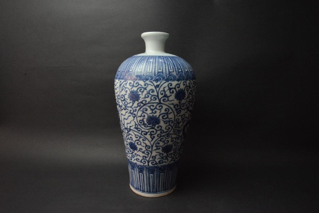 CHINESE BLUE AND WHITE PORCELAIN DRAGON VASE - 3