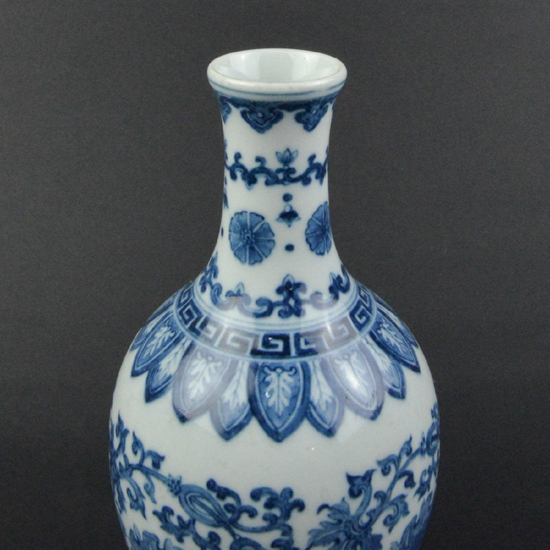 CHINESE BLUE AND WHITE PORCELAIN VASE - 4