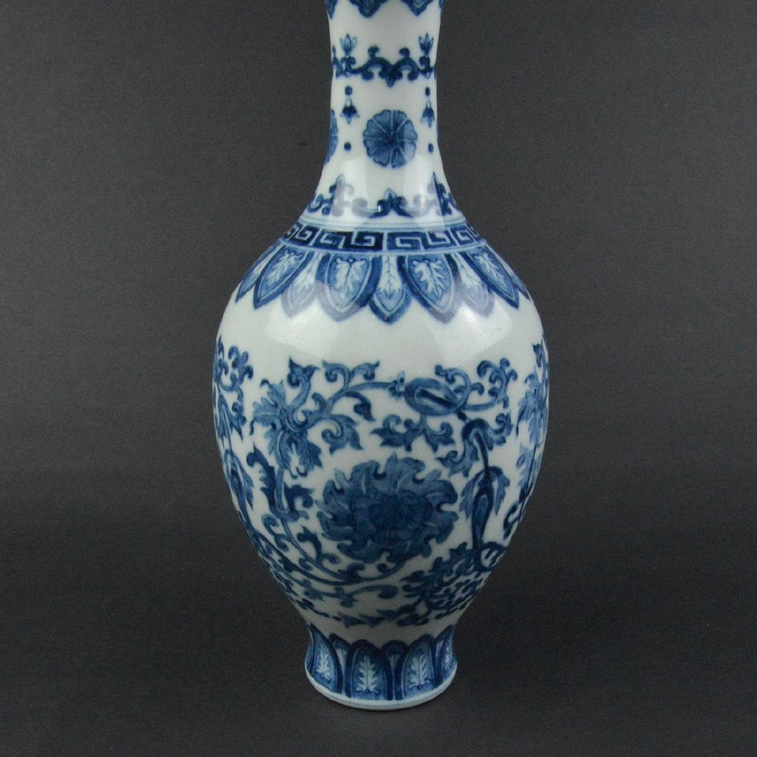 CHINESE BLUE AND WHITE PORCELAIN VASE - 5